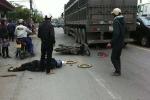 Bị xe container cuốn vào gầm, 2 người thương vong