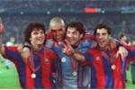 Phó chủ tịch Barca đóng giả bồi bàn để chiêu mộ 'Người ngoài hành tinh' Ronaldo
