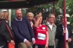 Video: Công chúa Bỉ nổ súng tượng trưng, thủ tướng mất luôn thính lực