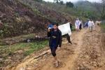 Sạt lở núi, hàng chục trai làng khiêng sản phụ băng rừng cấp cứu