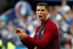 Loạt biểu cảm đáng yêu của Ronaldo khi tiếp lửa cho đồng đội, chỉ đạo như HLV