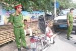 Xưng lái xe Văn phòng Quốc hội, nam thanh niên doạ đốt xe uy hiếp CSGT