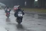 Video: Hà Nội khác lạ trước hiện tượng mưa rét giữa mùa hè