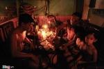 Ảnh: Mất điện sau bão số 1, thành phố Nam Định chìm trong đêm tối