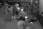 Bàng hoàng hình ảnh những tên côn đồ man rợ đánh chủ quán karaoke suốt nhiều phút