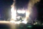 Xe khách giường nằm chở hơn 20 khách bốc cháy trong đêm