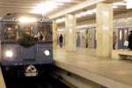 Thót tim xem chàng trai nhảy 'cắt mặt' tàu điện ngầm