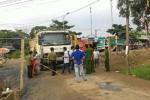 Một hộ dân tự ý dựng barie, hơn 50 ô tô xếp hàng dài trên đường
