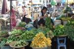 Tin bão số 1 về, người dân đổ xô đi chợ tích trữ thực phẩm