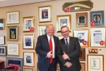 Có gì trong văn phòng chống đạn của ông Trump?