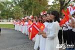 Hàng nghìn học sinh Huế đón Nhà vua và Hoàng hậu Nhật Bản