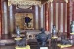 Sự thật bức ảnh kẻ vô văn hóa ngồi trên bảo vật quốc gia ở Huế