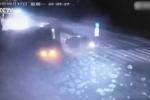 Dừng chờ đèn đỏ, lái xe taxi chết oan uổng