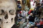 Nhà quá nhiều rác, mẹ già sống cạnh xác con 20 năm không biết