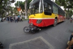 Hà Nội: Xe buýt gây tai nạn liên hoàn trên phố Hàng Khay