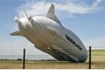 Máy bay lớn nhất thế giới đâm vào cột điện, hỏng buồng lái