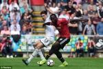 MU nhấn chìm Swansea, tiếp tục dẫn đầu bảng xếp hạng