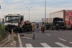 Xe tải và container tông liên hoàn trên quốc lộ 1, tài xế nguy kịch