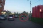 Cướp phi xe máy chạy trốn cảnh sát, bị 'nữ hiệp' quăng túi xách hạ gục