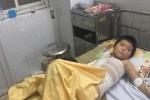 Video: Bạn ép trèo cột điện, cháu bé người Mông bị điện giật suýt chết