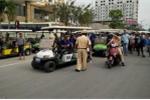 Xe điện náo loạn đường phố Sầm Sơn