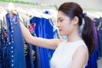 Á hậu Thùy Dung tự tin khoe mặt mộc đi thử trang phục