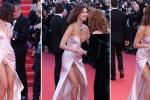 Siêu mẫu Bella Hadid tung váy lộ nội y trên thảm đỏ khai mạc LHP Cannes