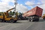 Xe khách đâm container, 17 người thương vong