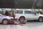 4 xe ôtô tông liên hoàn giữa phố Hà Nội