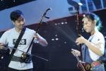 MC Nguyên Khang tự tin biến hóa với nhạc cụ dân tộc