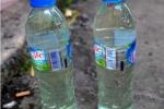 Để dầu hoả, thuốc diệt cỏ trong chai nước, bố mẹ đang 'giết' con mình