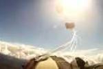 Clip: Nhảy dù suýt bị thiên thạch va trúng
