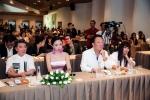 Hinh anh Hau scandal, Dam Vinh Hung du tranh mat nhung van san sang cong Phuong Thanh 8