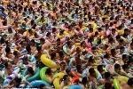 Kinh hoàng cảnh hàng ngàn người chen chúc trong một bể bơi ở Trung Quốc