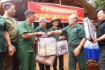 Cựu chiến binh TP.HCM thăm 'người rừng' ở Bình Phước