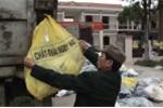 Dân biến trụ sở xã thành... bãi rác