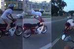 Thanh niên liều lĩnh làm xiếc trên xe máy và cái kết 'đắng lòng'