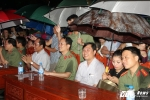 "Hinh anh Dang xu ly them nhanh ...Nghe sy Quang Teo ""doi mua"" dien kich tai 'Hat cung chien sy canh sat' 12"