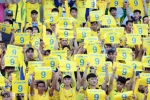 Hình ảnh Công Vinh được fan SLNA tôn vinh trên sân Thống Nhất