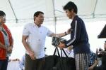 Video: Tổng thống Philippines Duterte tặng gì cho ngư dân Việt Nam khi tiễn về nước?