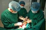 Tuyên Quang: Ổ ấu trùng hàng trăm con trong vết thương ở cánh tay người đàn ông