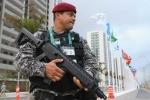 Nhân viên an ninh tại làng Olympic ở Rio De Janeiro. Ảnh: Getty Images