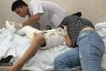 Học sinh bị xe đâm gãy chân trong sân trường: Hành trình nước mắt của người cha