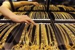 Giá vàng hôm nay 19/4 giảm nhẹ trước áp lực bán ra