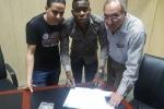 Nhiễm AIDS, cầu thủ Cameroon bị sa thải ngay lập tức
