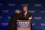 Video: Mật vụ Mỹ hốt hoảng đẩy Donald Trump khỏi sân khấu
