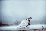 Ảnh cưới giữa ngày mưa bão của cặp đôi Hà thành khiến dân mạng thích thú