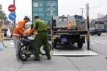 2 anh em bị xe container cán chết thảm trên đường đi làm