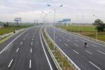 Đường cao tốc Việt Nam đắt gấp bao nhiều lần Mỹ?
