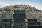 Bí ẩn đường hầm dưới chân kim tự tháp Mặt Trăng